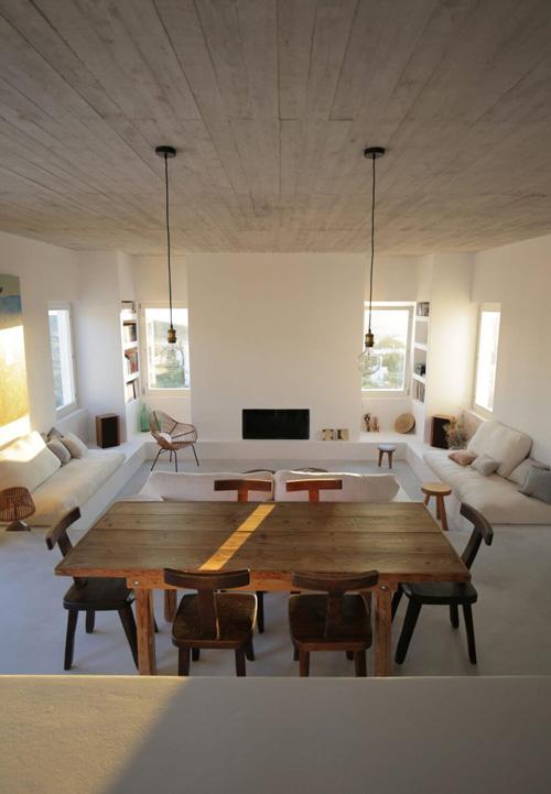 Muebles vintage en una casa de estilo mediterráneo