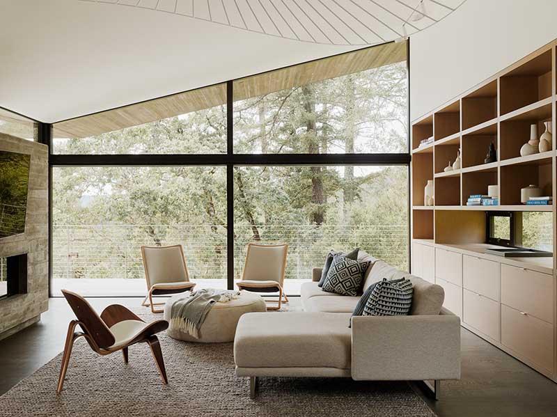 Salón de una casa rústica moderna