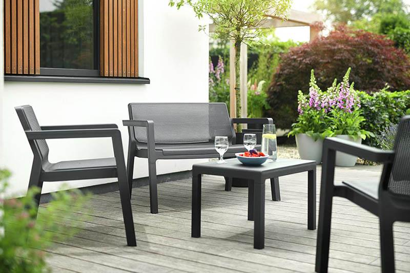 muebles de plástico para la terraza o el jardín