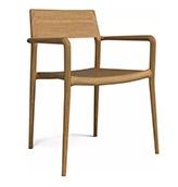 silla de madera con apoyabrazos