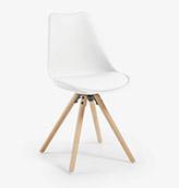 silla blanca nordica con patas de madera
