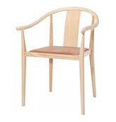 silla de madera clara