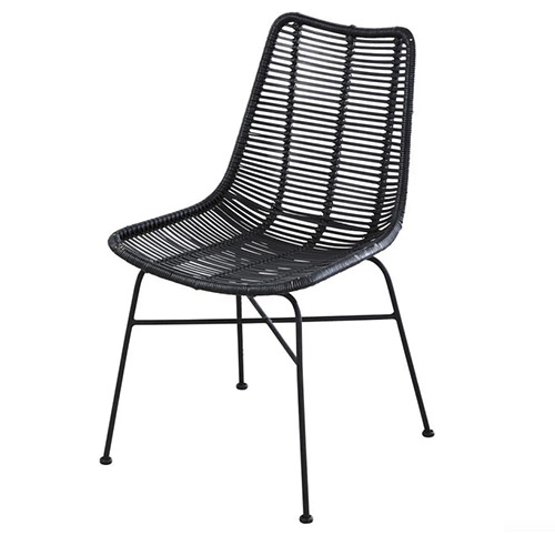 silla de rattán negro