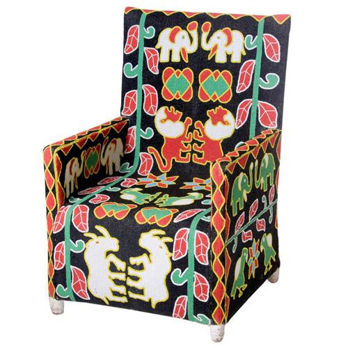 colores y motivos tribales en las sillas yoruba de africa