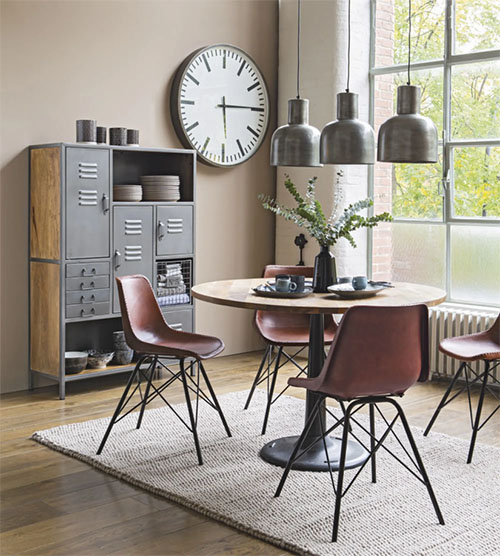 mesa y sillas de comedor de estilo vintage industrial