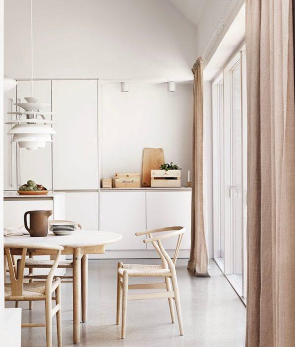 sillas y mesas de madera de comedores