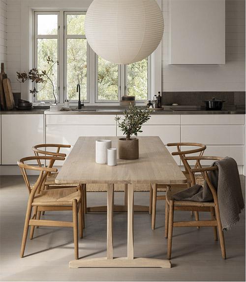mesas y sillas de madera para el comedor