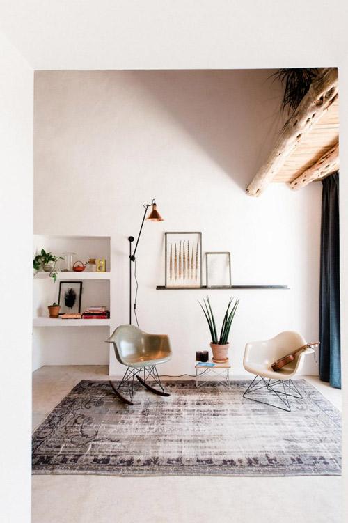 Muebles de diseño moderno en una casa de campo en ibiza