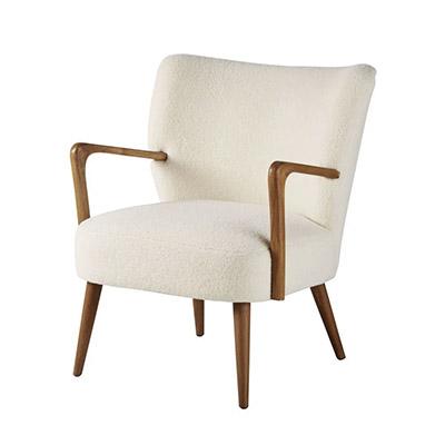 butaca con patas de madera tapizada de tela blanca