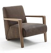sillón de piel con patas de madera de estilo vinatge