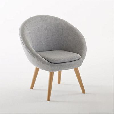 sillón gris de estilo nórdico