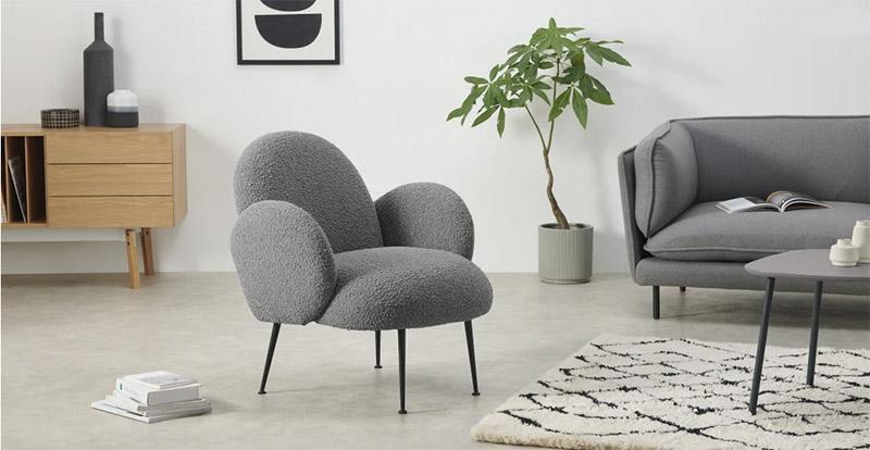 sillón tapizado de tela de color gris oscuro de estilo nórdico