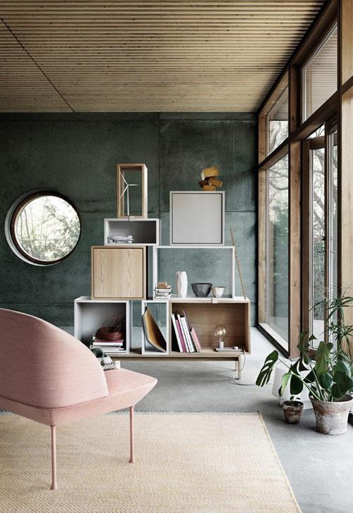 Muebles de color rosa y salmón