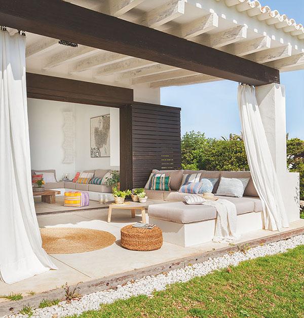 sofás de exterior para decorar una  casa de playa
