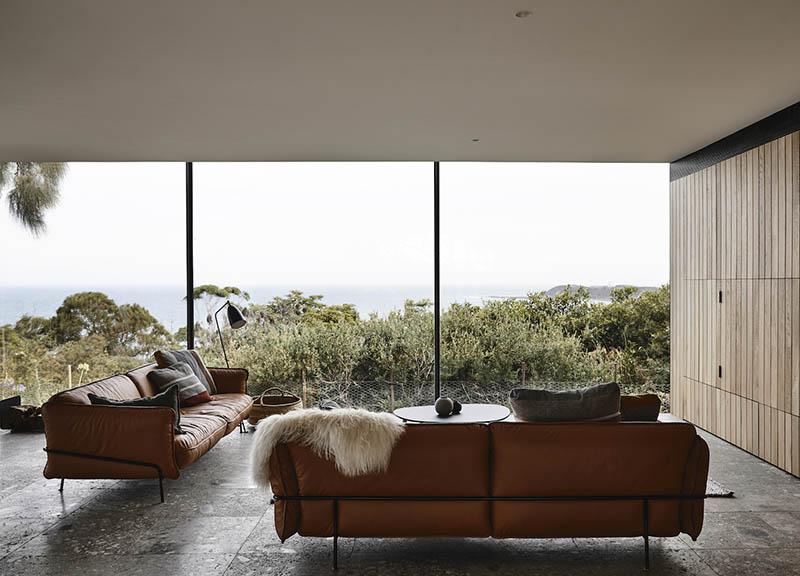 sofás tapizados en una casa de playa