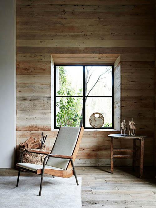 Suelos y paredes de madera en los salones rústicos