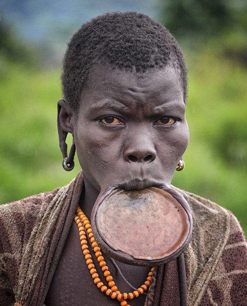 tribu surmi de etiopia