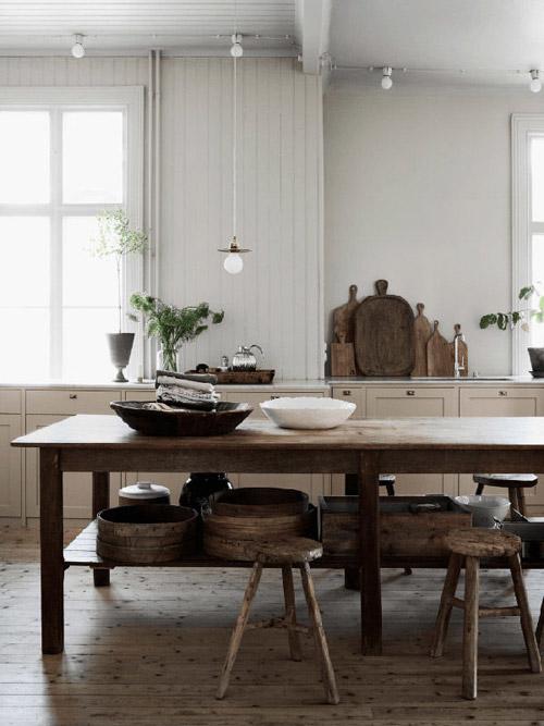 Tablas de madera de cortar para decorar una cocina rústica