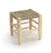 taburete de madera y mimbre
