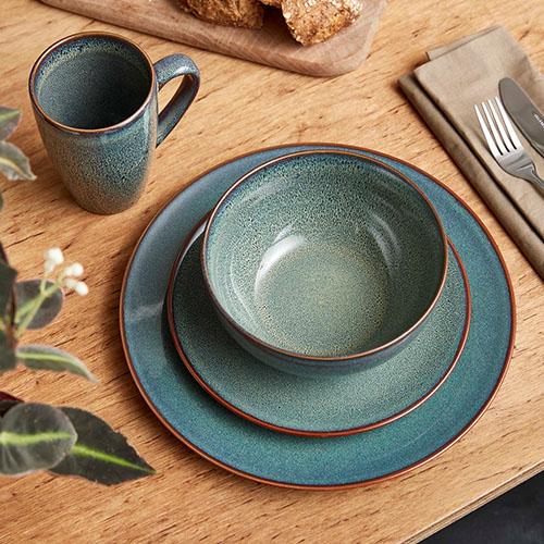 vajilla de cerámica para la decoración de la mesa del comedor