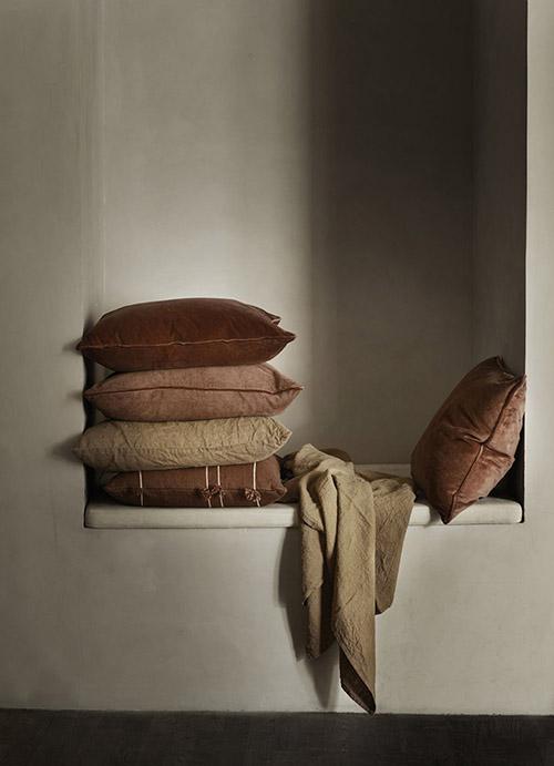 almohadas, cojines y mantas para la decoración de casa