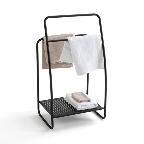 toallero de pie de metal con barras de colgar