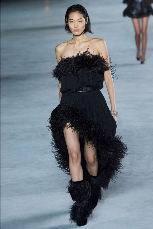 Vestido negro de Saint Laurent
