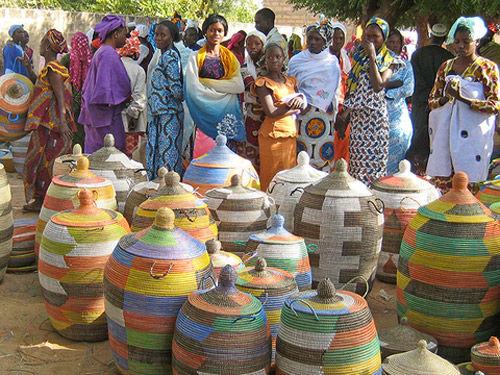 cestos y canastos de la tribu wolof de africa